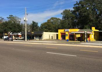 First Coast Energy intends to redevelop property at Hendricks Avenue for a Daily's convenience store.